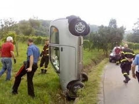 Δείτε πώς καρφώθηκε αυτοκίνητο σε χαντάκι! (pic)