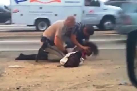ΗΠΑ: Αστυνομικός χτυπά με απίστευτη βιαιότητα ανήμπορη γυναίκα! (vid)