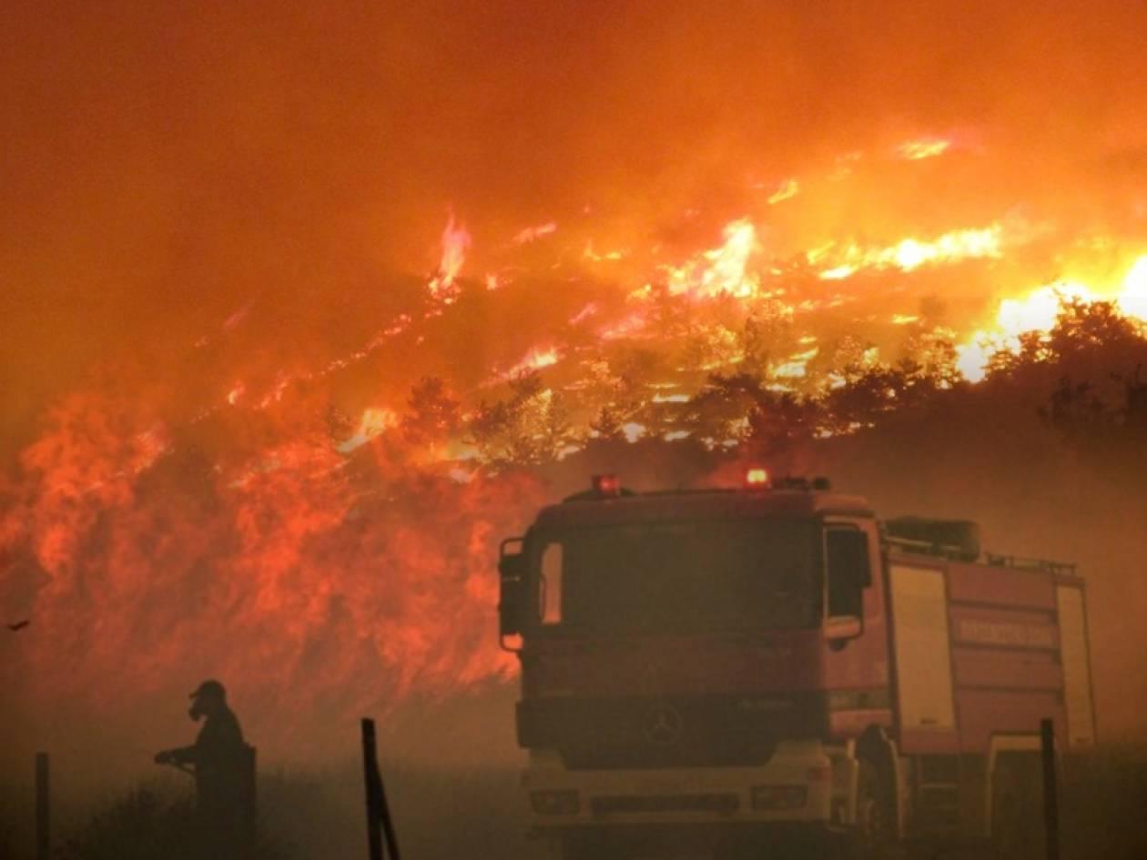 Ολονύχτια μάχη των ανδρών της Πυροσβεστικής με τις φλόγες