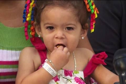 Παναμάς: Κοριτσάκι με τρία πόδια θα περπατήσει για πρώτη φορά (videos)