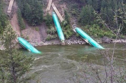 Μοντάνα: Τρία Boeing έπεσαν σε ποτάμι! (photos)