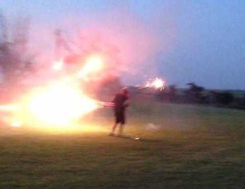 Ιδιοφυΐα ή... βλαξ; Έφηβος δημιουργεί πατέντα για πυροτεχνήματα (βίντεο)