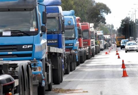ΔΟΥ: Επιστρέφονται μετά από διακανονισμό άδεια και πινακίδες των φορτηγών Δ.Χ.