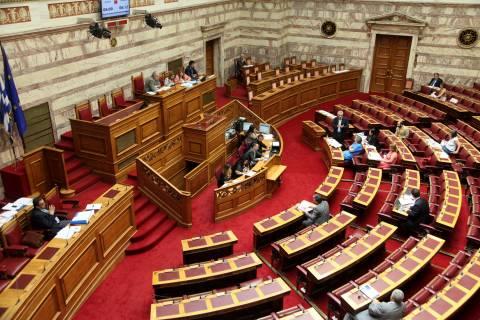 Σάλος στη Βουλή με τις προσκλήσεις στους γονείς των «Πυρήνων»