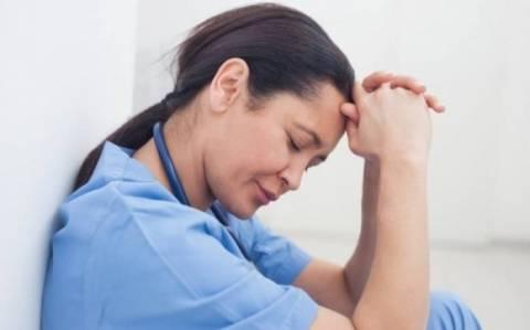 ΠΟΕΔΗΝ: Κινδυνεύουν με απόλυση 9.000 υγειονομικοί λόγω αξιολόγησης