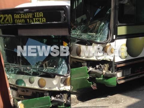 Αστικό λεωφορείο έπεσε σε καφετέρια