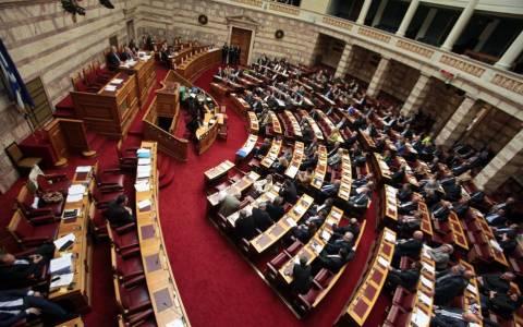 Βουλή: Σε υψηλούς τόνους η συζήτηση για τη «μικρή ΔΕΗ»