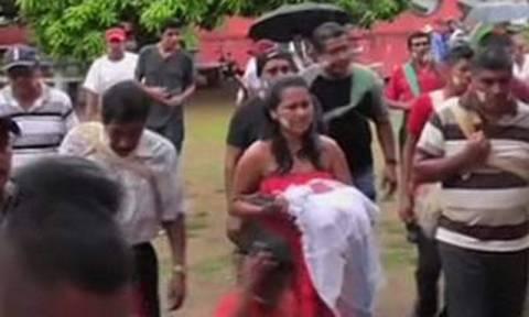 Μεξικό: Δήμαρχος παντρεύτηκε κροκόδειλο! Και στου… Σήφη! (video)
