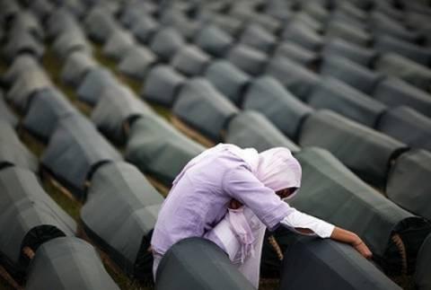 Σερβία: Ζητούν να ανακηρυχθεί η 11/7 Ημέρα μνήμης για τη γενοκτονία της Σρεμπρένιτσα