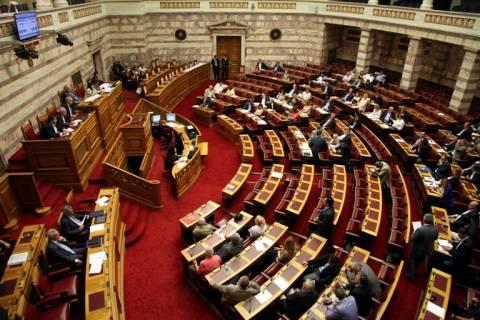 Στον αέρα η σημερινή συνεδρίαση για το δημοψήφισμα στη Βουλή