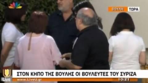 Στον κήπο της Βουλής οι βουλευτές του ΣΥΡΙΖΑ (pic&vid)