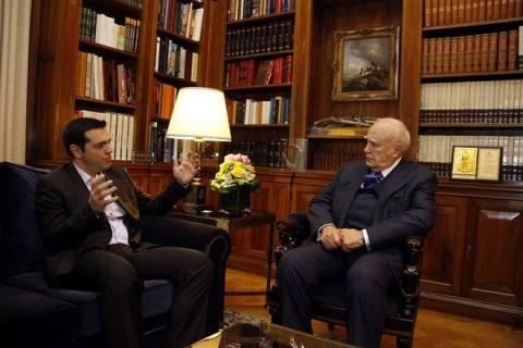 Συνάντηση με τον Παπούλια θα ζητήσει ο Τσίπρας
