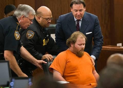 ΗΠΑ: Κατηγορούμενος για τη δολοφονία τεσσάρων παιδιών κατέρρευσε στο δικαστήριο (vid)