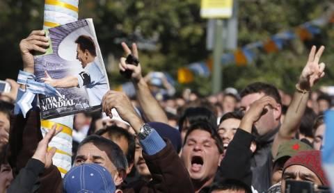 Τα άσχημα του ποδοσφαίρου: Δύο οπαδοί της Αργεντινής νεκροί από ανακοπή