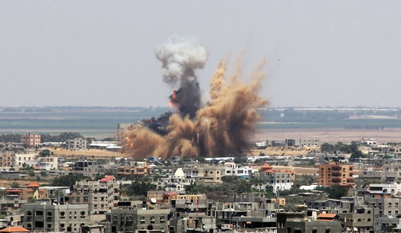 Ισραηλινοί βλέπουν τους βομβαρδισμούς στη Γάζα με ποπ κορν! (phs+vid)