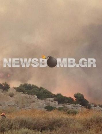 Σε ύφεση η πυρκαγιά στην Κερατέα