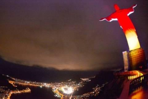 Παγκόσμιο Κύπελλο Ποδοσφαίρου – Τελικός: Στα χρώματα των φιναλίστ ο Ιησούς (photos)