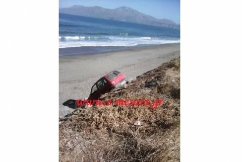 Κρήτη: Αυτοκίνητο πήγε για… μπάνιο (pics)