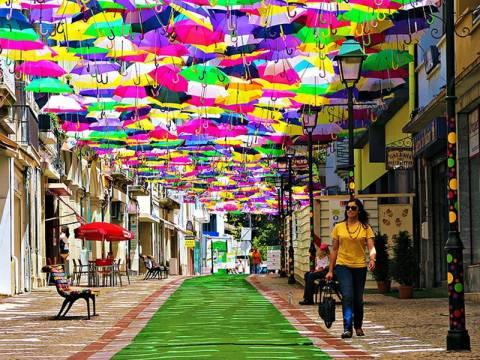 Η Πορτογαλία γέμισε ομπρέλες!