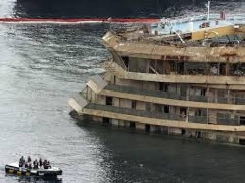 Ξεκίνησε η ανέλκυση του κρουαζιερόπλοιου Κόστα Κονκόρντια