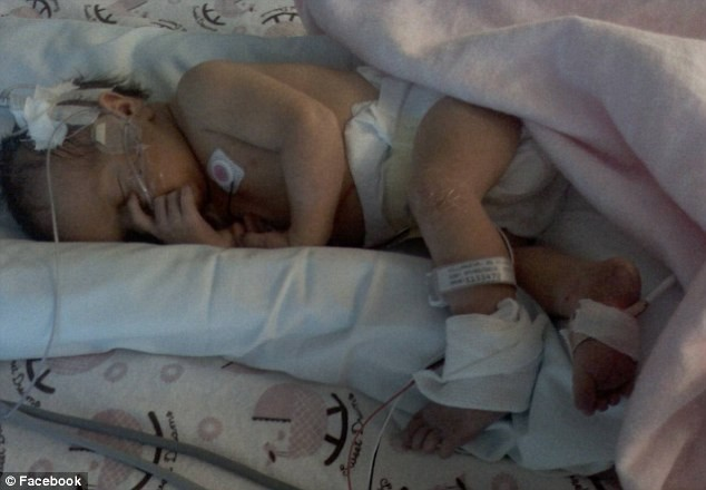 Γεννήθηκε με τα μαλλιά όρθια γιατί η μητέρα της χτυπήθηκε από κεραυνό! (pics+video)