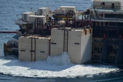 Ιταλία: Ολοκληρώνεται η επιχείρηση ανέλκυσης του Costa Concordia
