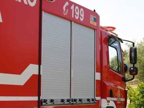 Φωτιά σε τουριστικό λεωφορείο στην εθνική οδό Τρίπολης - Σπάρτης