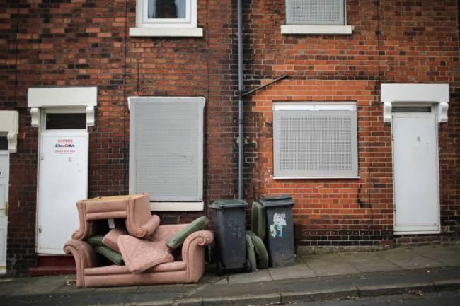 Βρετανία: Αγόρασαν το φθηνότερο σπίτι του κόσμου με μόλις 1 λίρα! (photos)