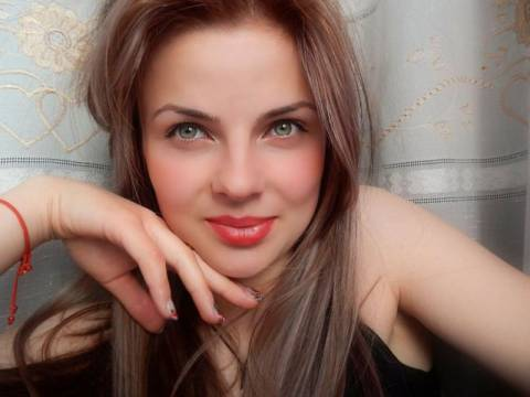 Μολδαβία: «Βασίλισσα της ομορφιάς» πουλήθηκε για ένα ζευγάρι σκουλαρίκια! (phs)