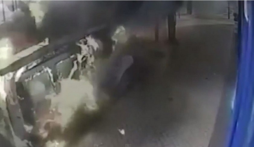 Britain: A truck exploded on a busy road! (video+photos)