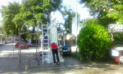 Ιωάννινα: Καθαρίζουν τα γλυπτά της πόλης