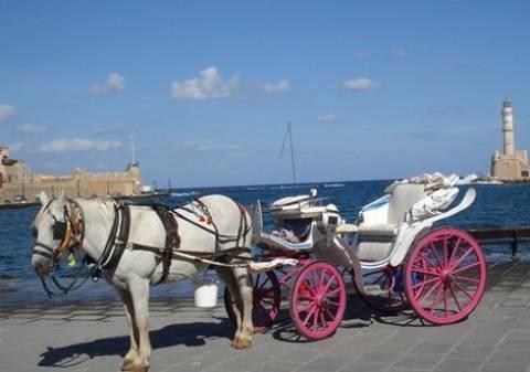 Κρήτη: Άμαξα και άλογο έκαναν βουτιά στο ενετικό λιμάνι Χανίων