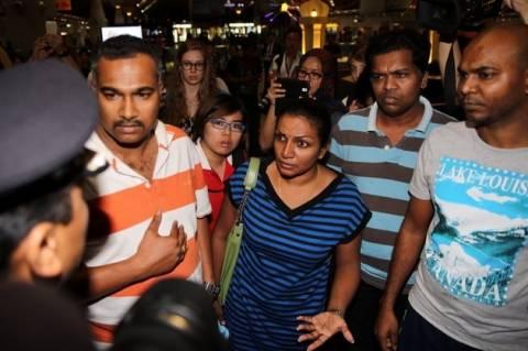 Οικογένειες των επιβατών του Boeing 777 συγκεντρώθηκαν στο αεροδρόμιο της Κουάλα Λουμπούρ