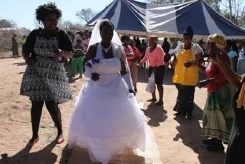 Ασυνήθιστος γάμος σε χωριό της Νοτίου Αφρικής