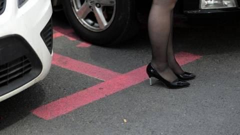 Οι θέσεις πάρκινγκ για γυναίκες είναι... ροζ και... μεγαλύτερες! (pics)