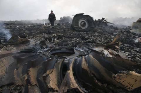 Ουκρανία: Σοροί και μαύρα κουτιά μεταφέρθηκαν από τον τόπο της συντριβής