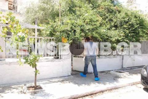 Άγριο έγκλημα στα Καμίνια - Βρέθηκε νεκρός στο σπίτι του (pics)