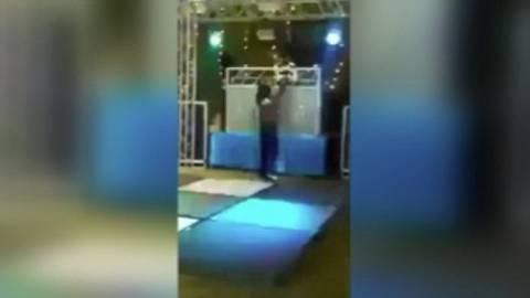 Δείτε το βίντεο που σαρώνει: Ο πιο... ισοπεδωτικός χορός που έχετε δει