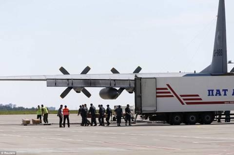 Αναχώρησε για Ολλανδία το αεροπλάνο με τις σορούς του μοιραίου Boeing