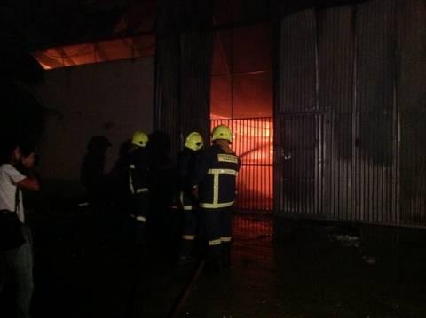 Στις φλόγες αποθήκη ανταλλακτικών στον Κολωνό
