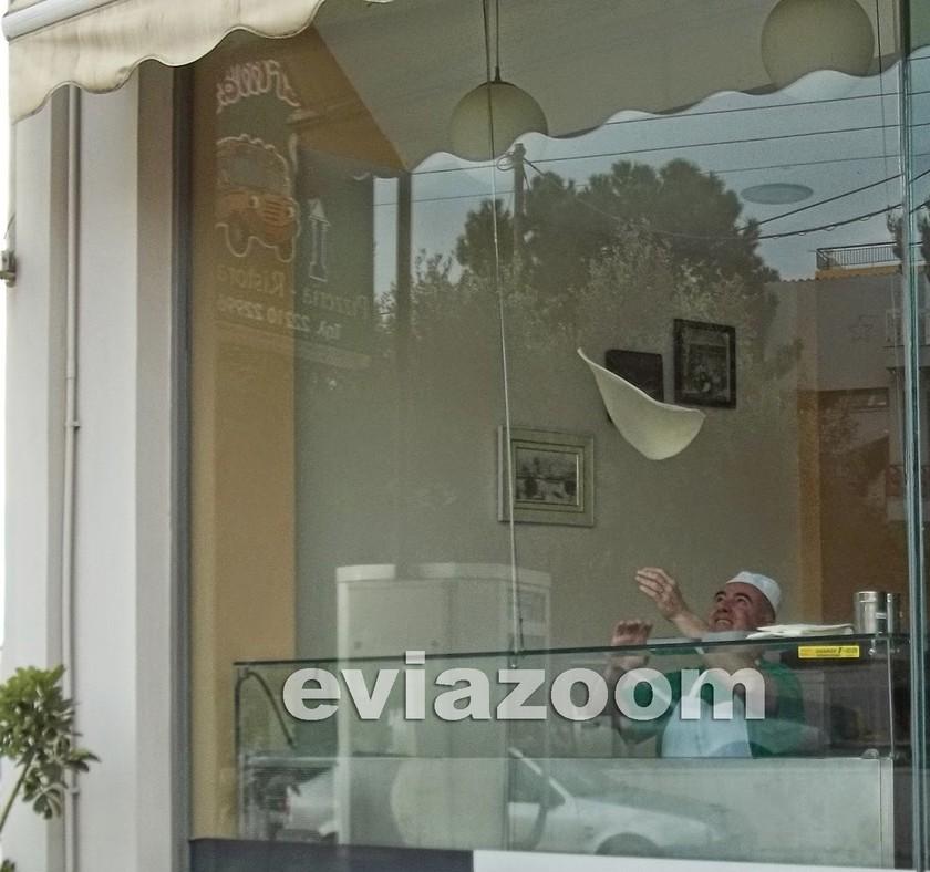 Χαλκίδα: Ο ιδιοκτήτης πιτσαρίας που έγινε θέμα συζήτησης! (pics)