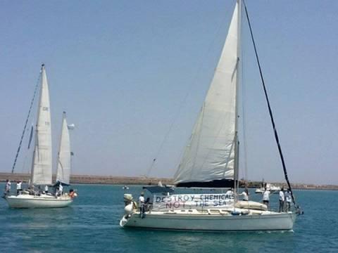 Χανιά: Διαμαρτυρία εν πλω, με τρία σκάφη για τα χημικά της Συρίας