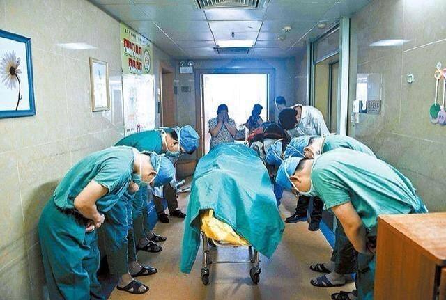 Γιατροί προσκυνούν 11χρονο λίγο μετά την απόφαση του... (pic)