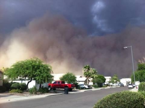 Αμμοθύελλα «καταπίνει» ολόκληρη πόλη! (pics+video)