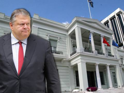 Προκαλεί ο Βενιζέλος: Ενέκρινε έξοδα 20.575 ευρώ για έπιπλα στο υπουργείο του!