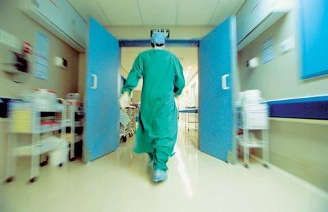 Δώδεκα ώρες στο χειρουργείο για να σώσουν το χέρι του τρίχρονου