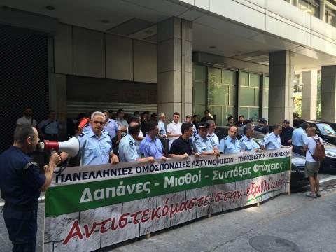 ΦΩΤΟΡΕΠΟΡΤΑΖ: Στο υπουργείο Οικονομικών οι αστυνομικοί