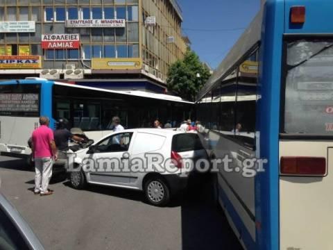 Λαμία: «Λύθηκε» το χειρόφρενο και κατέληξε πάνω στο αστικό λεωφορείο