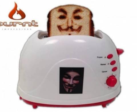 Η φρυγανιέρα που βγάζει selfies πάνω στο ψωμί (pics)