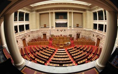 Στη Βουλή το πολυνομοσχέδιο με τα προαπαιτούμενα για τη δόση